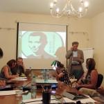 Игорь Минтусов разбирает кейсы участников семинара