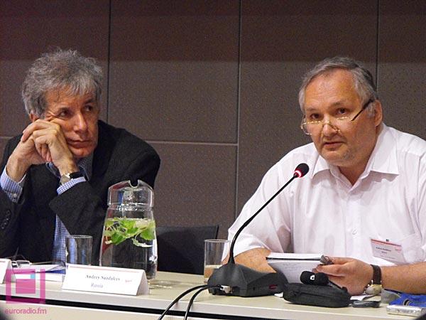 Политологи Игорь Минтусов и Андрей Суздальцев на конференции в Таллине